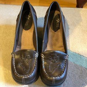 EUC brown wedge heels